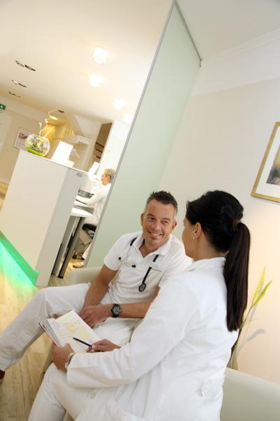 Arztpraxis-Schneverdingen-Renken-Impressionen-Ärzte-im-Gespräch